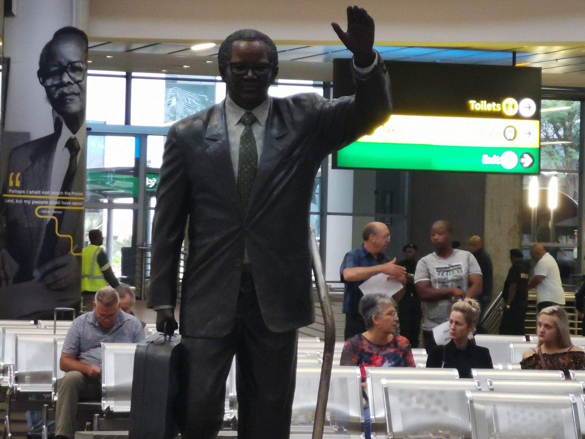 南アフリカ共和国の至るところにあるネルソン・マンデラ像の1つ