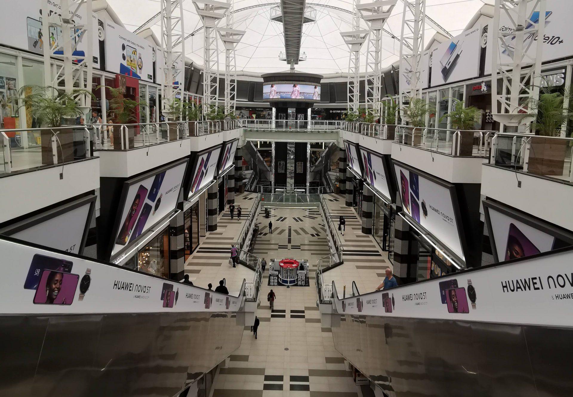 南アフリカの中規模スーパーマーケットの写真