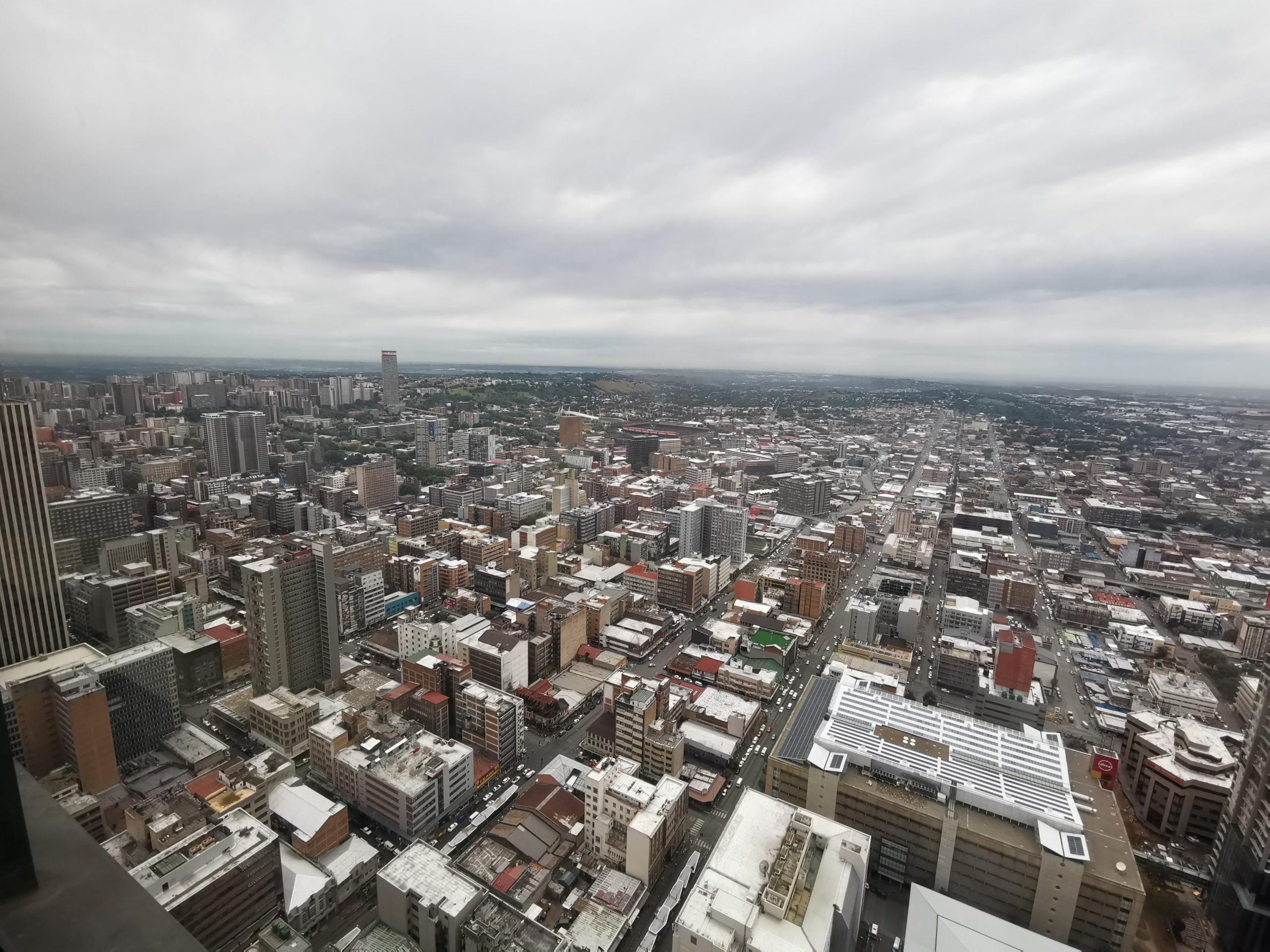 南アフリカのヨハネスブルグのビル群の写真
