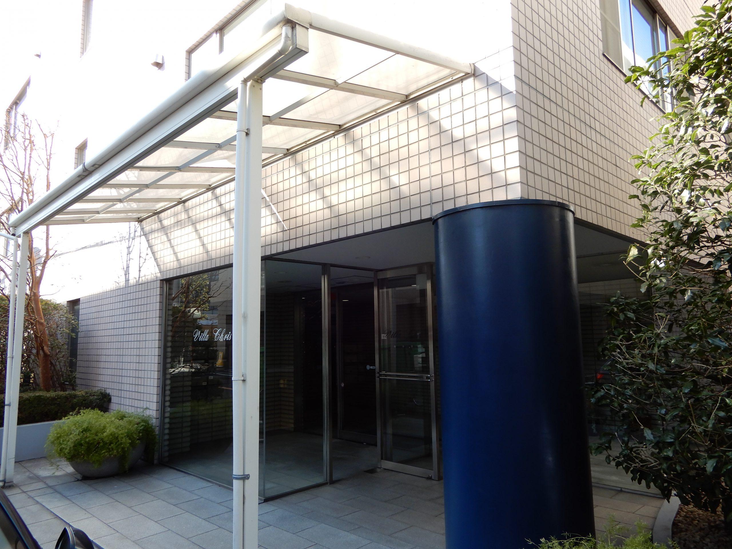株式会社シェアウィズ東京オフィスが入居するビルの玄関の写真